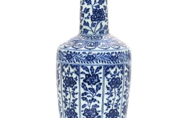 A Blue and White Mallet Vase