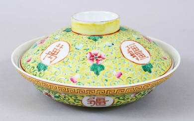 A CHINESE 19TH / 20TH CENTURY FAMILLE JAUNE PORCELAIN