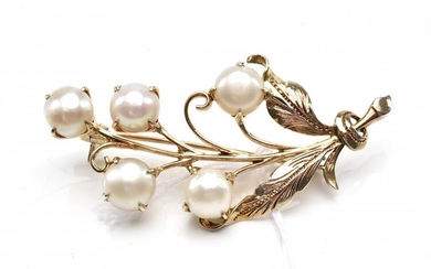 A CULTURED PEARL BROOCH IN 10CT GOLD, 48MM X 25MM APPROXIMATELY, 6.2GMS
