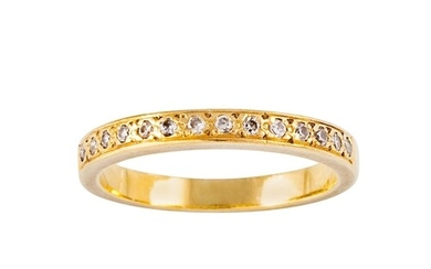 A DIAMOND SET BAND RING, mounted in 18ct yellow gold, size K
