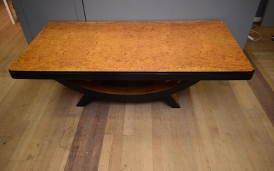 A LARGE ART DECO STYLE DINING TABLE (A/F) (78H X 141W X 121D CM)