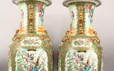 A LARGE PAIR OF CHINESE 19TH CENTURY CANTON PORCELAIN