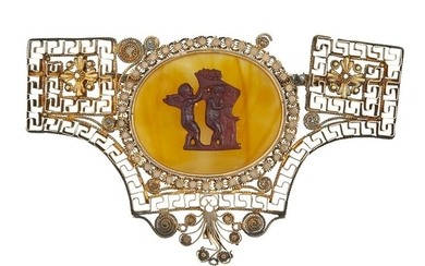 A LATE 19TH/EARLY 20TH CENTURY BROOCH, the central oval