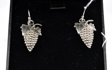 A PAIR OF EARRINGS DEPICTING GRAPEVINE IN SILVER