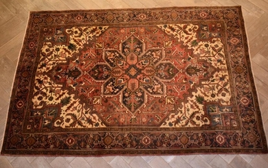 A PERSIAN HERIZ CARPET. 100% VINTAGE WOOLEN PILE. NATURAL DYES. EX-GALLERY STOCK. FULLY RESTORED AND IN GREAT CLEAN CONDITION. HAND-...