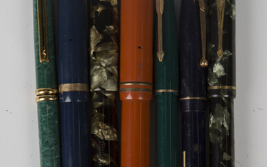 A group of fountain pens, including two Conway-Stewart pens, No. 240 and 286, two Parkers and a Swan