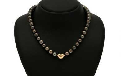 A jewellery collection comprising a necklace and a pair of ear pendants respectively set with numerous cultured Tahiti pearls or cultured fresh water pearls.