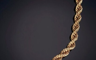 CURLY LINK NECKLACE, in 18K yellow gold. Price: 375,00 Euros. (62.395 Ptas.)