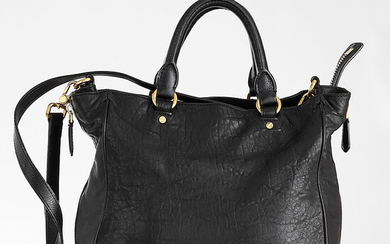 MARC JACOBS Handbag in black leather Gilted hardware Zip closure...
