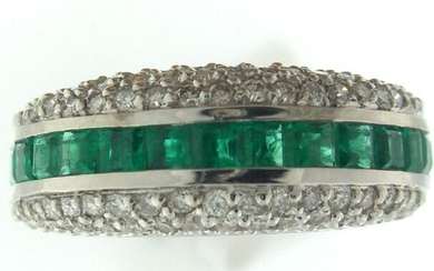 Ring in white gold 750°/°°° ring set with a line of calibrated emeralds set with a pavement of diamonds, Finger size 56, Gross weight:6,79g