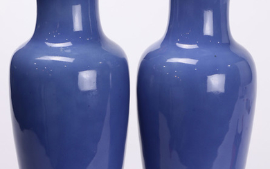 (lot of 2) Two Chinese blue Porcelain Vases
