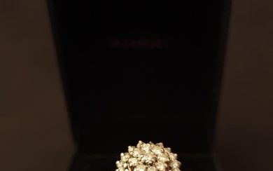 18ct gold diamond cluster ring, weight 5.2g Size O/P