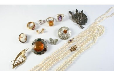 A QUANTITY OF JEWELLERY including an amethyst and seed pearl...