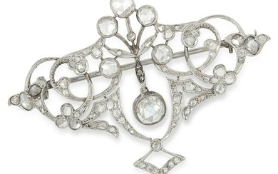 AN ANTIQUE DIAMOND BROOCH set with approximately 2.60
