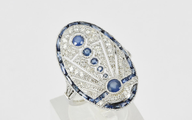AN ART DECO STYLE SAPPHIRE AND DIAMOND RING