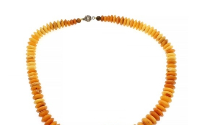An amber necklace set with numerous milky amber roundels. Silver coloured magnet clasp. L. 61 cm.