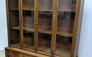 BROYHILL BRASILIA China Cabinet Display. American Moder