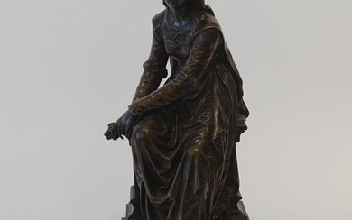 Bronze sculpture on wooden base, Lady with flowers, title 'Le Récompense', signed 'Bourety', h. 34 cm.