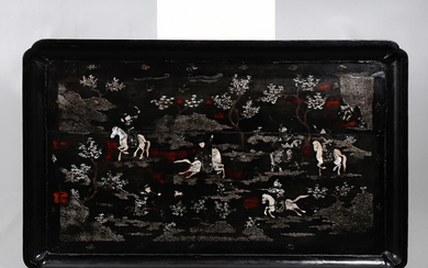 "Chinese tray in wood and ""burgauté"" lacquer with inlaid mother of pearl, 19th Century."