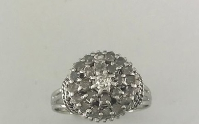 Dome ring in white gold 750°/°°° set with...