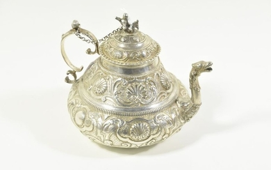 Hammered silver teapot (Ht 14cm)