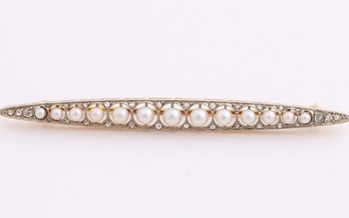 Yellow gold bar brooch, 585/000, with pearls, graded in