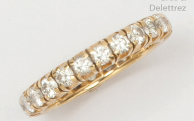 Yellow gold wedding band, entirely set with brilliant-cut diamonds. Finger size: 56. Rough weight: 3.9g.