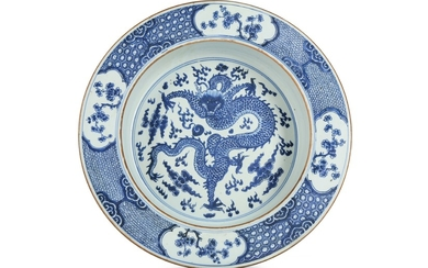A CHINESE BLUE AND WHITE 'DRAGON' BASIN.