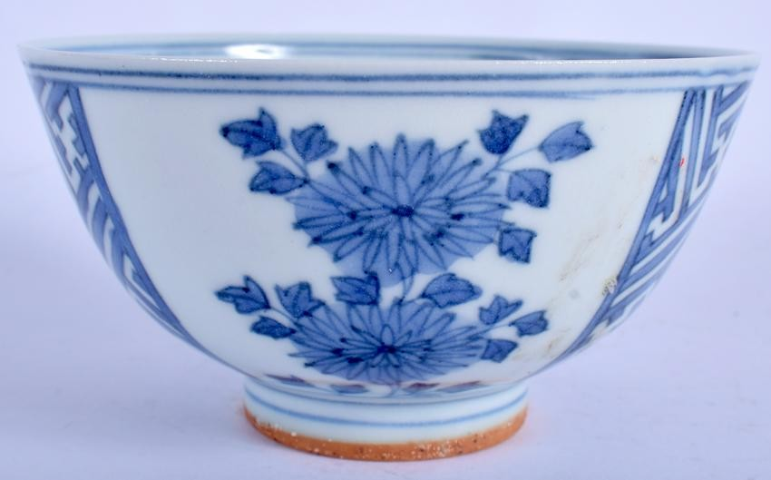 A CHINESE BLUE AND WHITE PORCELAIN BOWL. 12.5 cm wide.