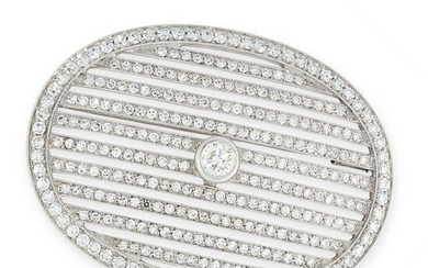 A DIAMOND BROOCH / PENDANT, EARLY 20TH CENTURY the oval