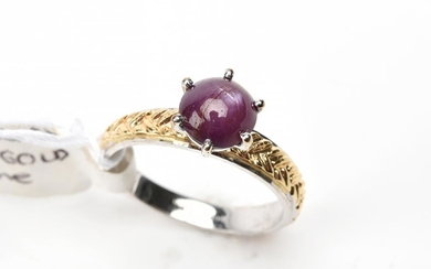 A STAR RUBY RING IN TWO TONE 14CT GOLD, SIZE L