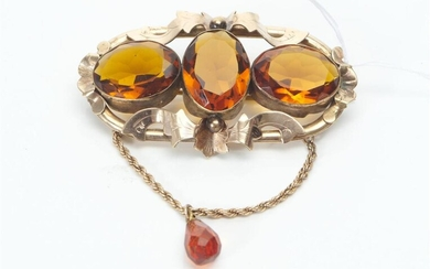 A VICTORIAN CITRINE BROOCH, GOLD LINED, 65X70MM