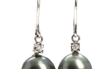 A pair of pearl and diamond earrings set with cultured Tahiti pearls and brilliant-cut diamonds, mounted in 14k white gold. L. 3.2 cm. (2)