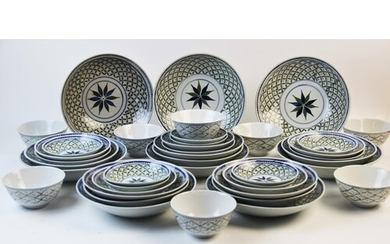 An extensive Chinese porcelain dinner service, 20th century,...