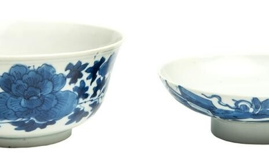 Chinese Tea Cup and Cover, underglaze blue and white