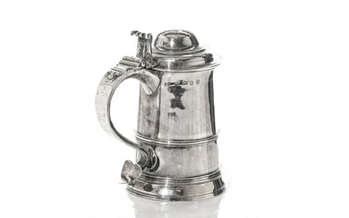 EARLY GEORGE III SILVER TANKARD, 702g