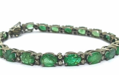 EMERALD AND SMALL DIAMOND TIPS. 925 Sterling Silver bracelet with ruthenium bath. - 16 g