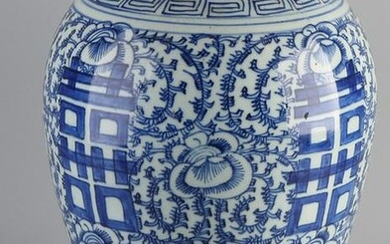 Large 19th century Chinese porcelain vase with floral