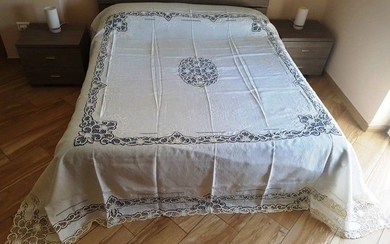 Museum-quality bedspread made of pure 100% linen with handmade silk thread Venice Burano and satin stitch embroidery