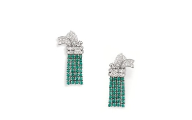 PAIRE DE BOUCLES D'OREILLE ÉMERAUDES ET DIAMANTS | PAIR OF EMERALD AND DIAMOND EARRINGS