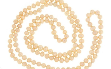Pink cultured pearl necklace, 120cm in length, 90.5g