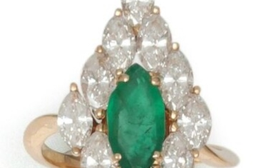 "Ring "" Marquise "" in yellow gold, decorated with a shuttle-shaped emerald in a ring of shuttle-cut diamonds. Tour of doigt : 53. P. Brut : 5.6 g."