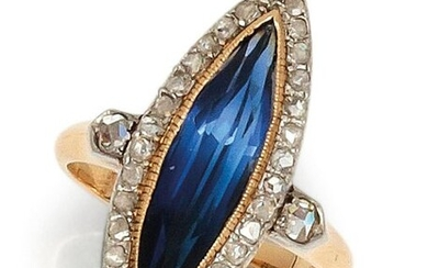 """Ring """" Navette """" in yellow gold, adorned with a sapphire shape in a ring of rose-cut diamonds. Tour of doigt : 54. P. Brut : 5.1 g."""