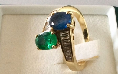 Yellow gold and natural precious stones - Ring Sapphire, Emerald and Diamonds