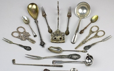 mixed lot of cutlery, different european countries, e.g. Germany, Netherlands, France, 800 - 925 silver, mostly 1st half of the 20th century, consisting of 2 grape scissors, pastry tongs, compote spoon, scoop, small sauce ladle, 5 different types of...