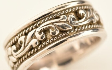 14k White Gold Band.