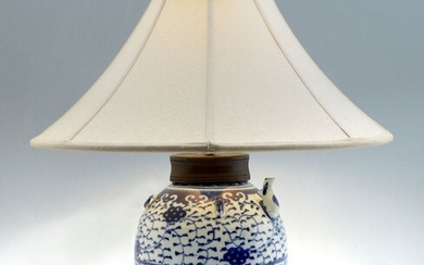 19TH C. CHINESE BLUE AND WHITE PORCELAIN LAMP
