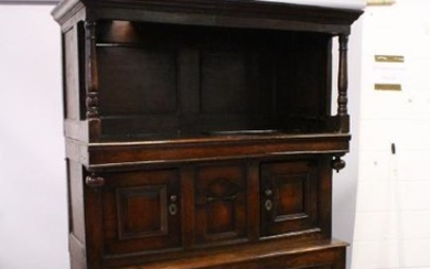 A GOOD 18TH CENTURY OAK TRIDARN, the upper section