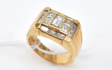 A DIAMOND DRESS RING SET WITH BAGUETTE AND PRINCESS CUT DIAMONDS TOTALLING 1.80CTS, IN 18CT GOLD, SIZE S