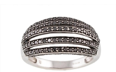 A FIVE ROWED RING, set with black synthetic diamonds, mounte...